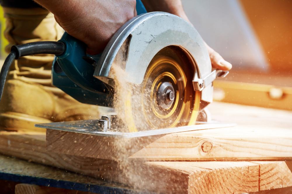 Bilde av snekker i arbeid - Tjenester fra Almås Bygg og Snekkerservice As